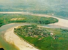 El río alrededor del poblado