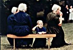 Mujeres Amish con su vestuario característico