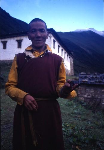 Minya Konka gompa monk