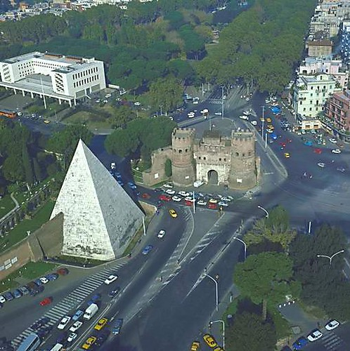 Piramide Roma