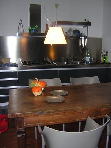 Il nuovo lampadario sul tavolo da pranzo