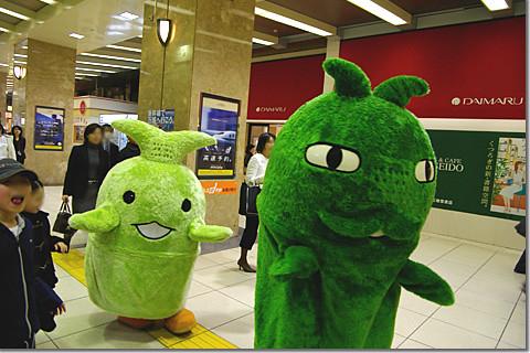 Morizo & Kiccoro at Tokyo Station 02 photo by *istD