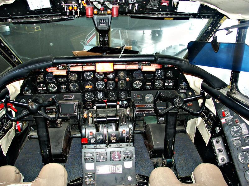 2005-08-19 Martin 404 cockpit