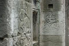 Carving_pair_A_@_Bayon,_Angkor_Thom