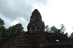 Phnom_Neak_Pean_5B,_Angkor