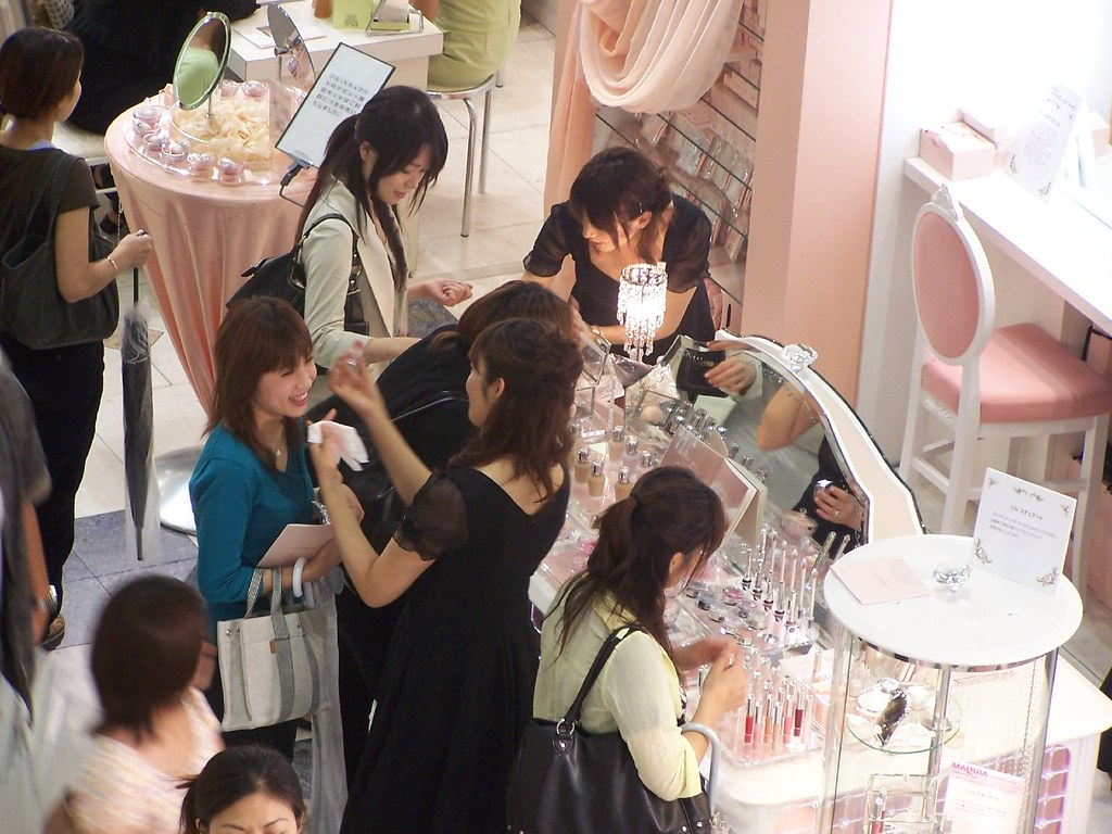 THINGS TO BUY IN JAPAN at a Japanese Cosmetics department