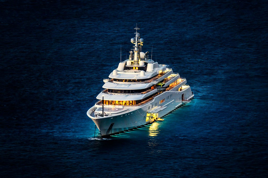 Eclipse Mega Yacht Sbh By Night Muscapix Flickr