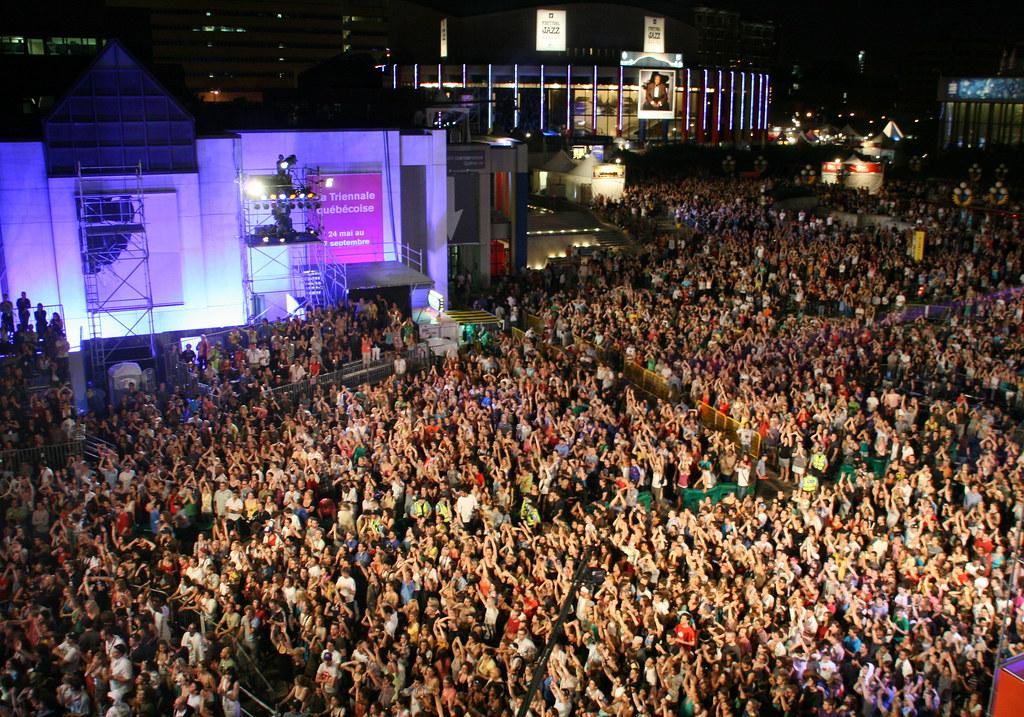 No Jazz Fest >> Montreal Jazz Festival - Bran Van 3000 Concert Crowd | Flickr
