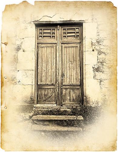 Què hi ha darrera una porta tancada? // What's There Behind a Closed Door? | by ~Oryctes~