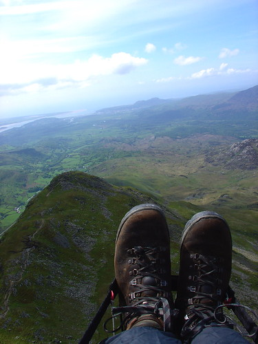 Wed, 31/05/2006 - 12:34 - Playing the sea breeze above Cnicht, Pic - Pete Bursnall