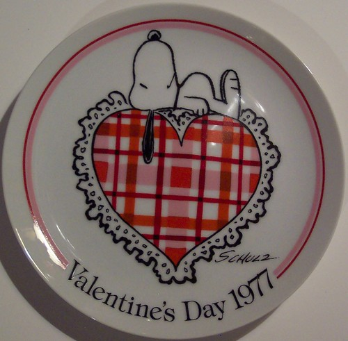 Schmid Valentines Day 1977 Snoopy Plate   by riptheskull