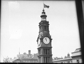 11 am 11 Nov 1936, Remembrance Day on the GPO clock, Sydney / photograph by Sam Hood