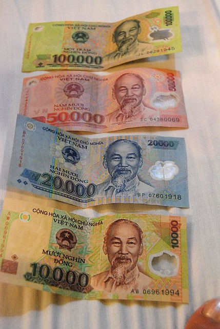 dongs and dongs | vietnam currency 1usd = 166,000 dongs Day