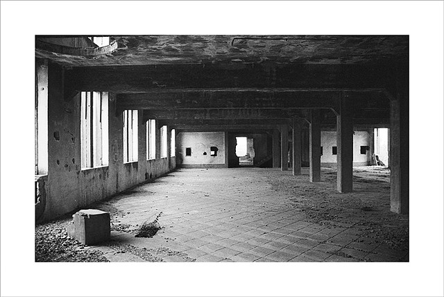 e7f183380 Fábrica de harinas y yute en Peñaflor   Kodak Tri-X 400 cadu…   Flickr