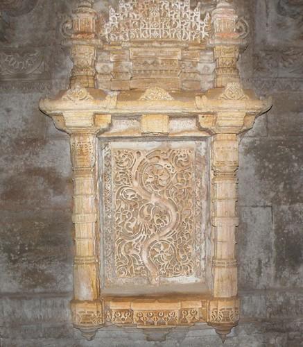 sculpture india sandstone carving laracroft computergame tombraider gujarat vav stepwell adalaj indianculture baori indianhistory