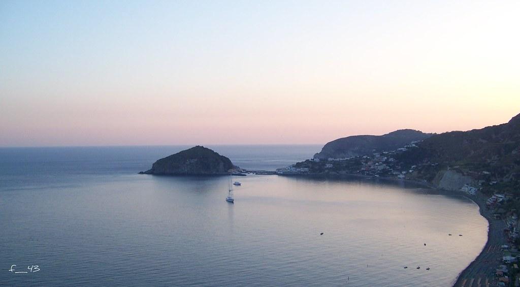Panorama al tramonto sulla Baia dei Maronti, sullo sfondo Punta S.Angelo.