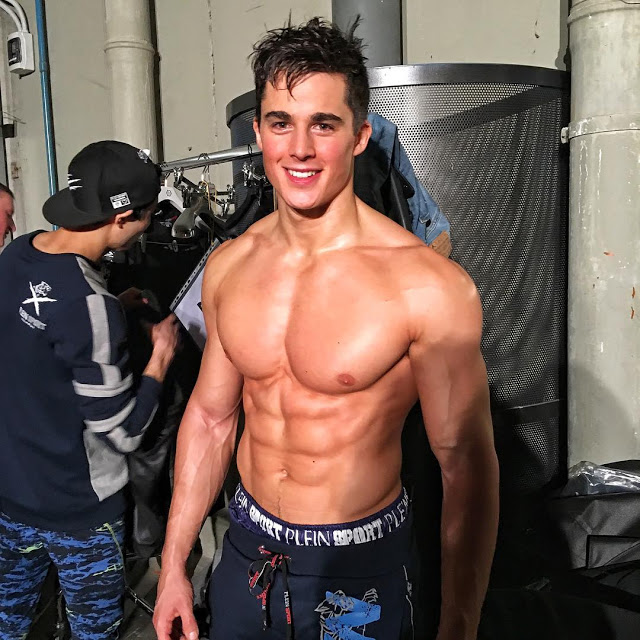 Pietro Boselli Shirtless Just Because Makes The Day Hotter