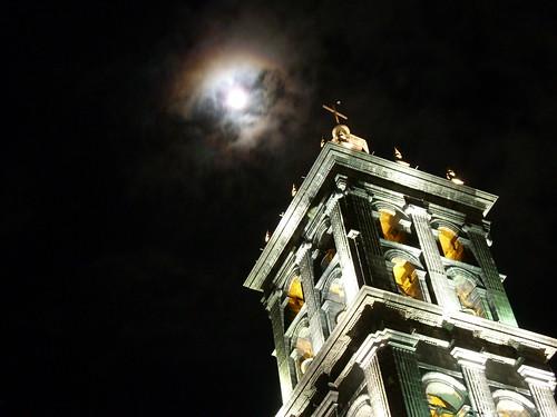 La luna y la catedral