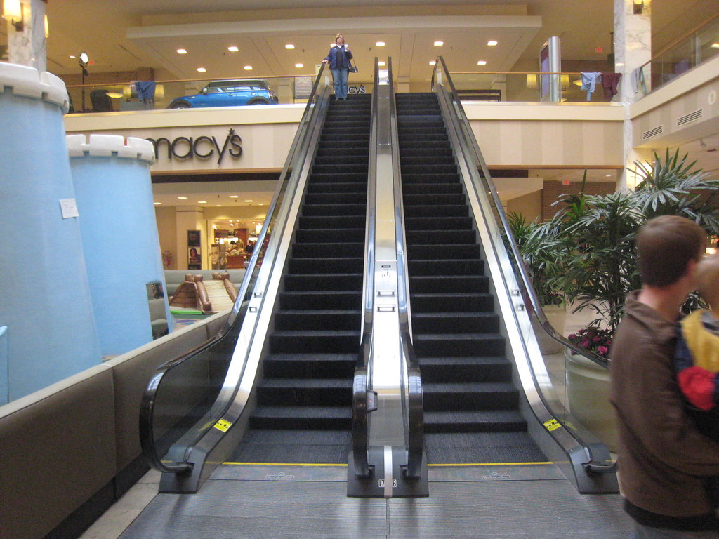 Monroeville Mall parallel escalator design