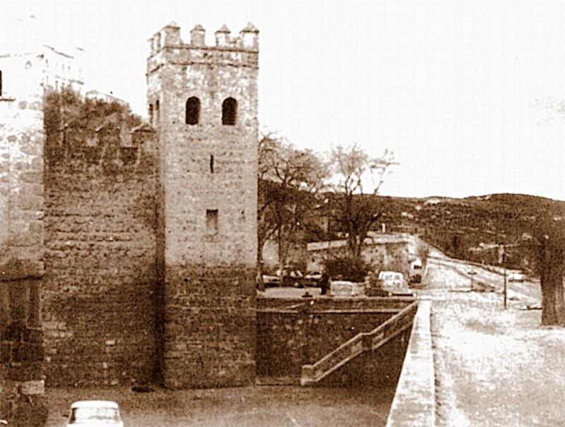 Aspecto del entorno de la Puerta de Alfonso VI justo antes de la remodelación de la zona. Finales de 1976, fotografía de Rafael del Cerro Malagón
