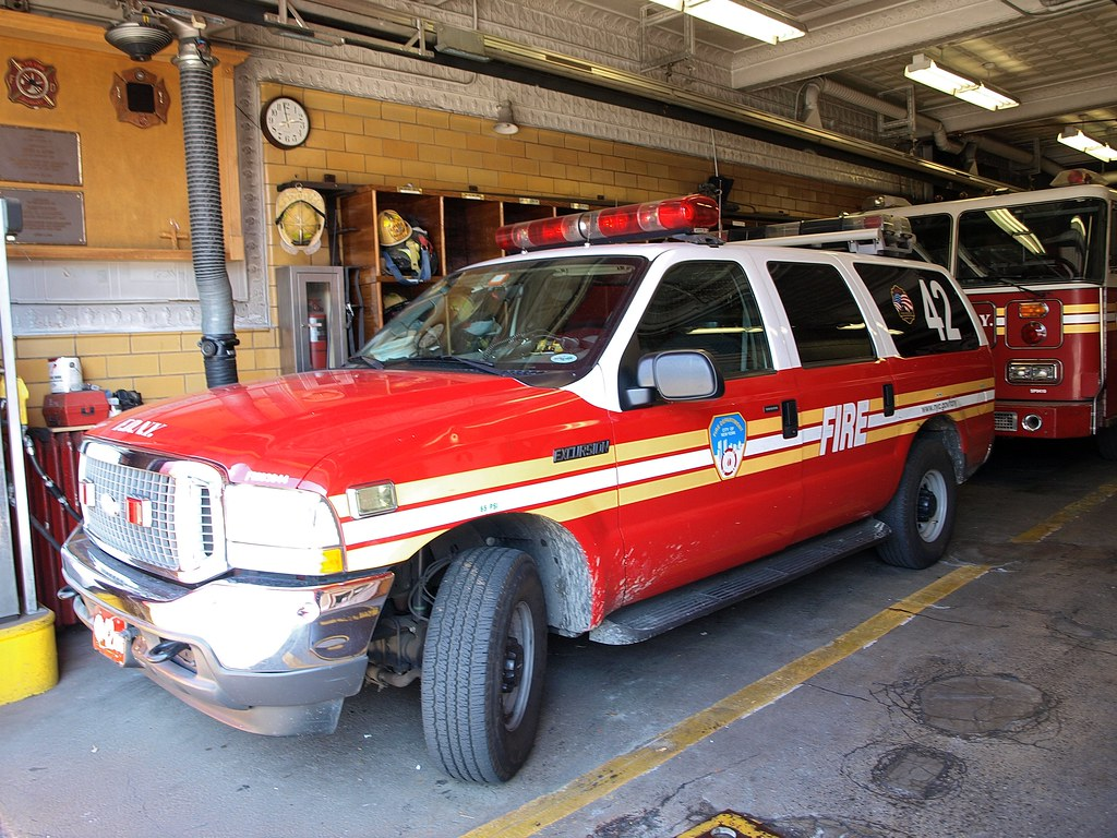 Bensonhurst Car Service >> E243s Fdny Battalion 42 Suv Car Bensonhurst Brooklyn Ne Flickr