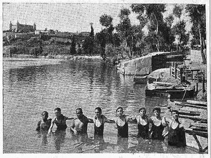 Bañistas en el Tajo, en agosto de 1924. Foto Rodríguez