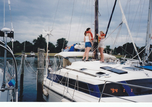 Caroline & Beth getting ready to set sail from Solomon's Island