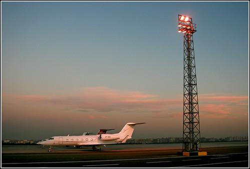 light sun sunrise private lights hall jet egypt terminal apron business mast bae 2008 departure 450 aerospace gulfstream terminal4 vp departurehall g450 givx vpbae