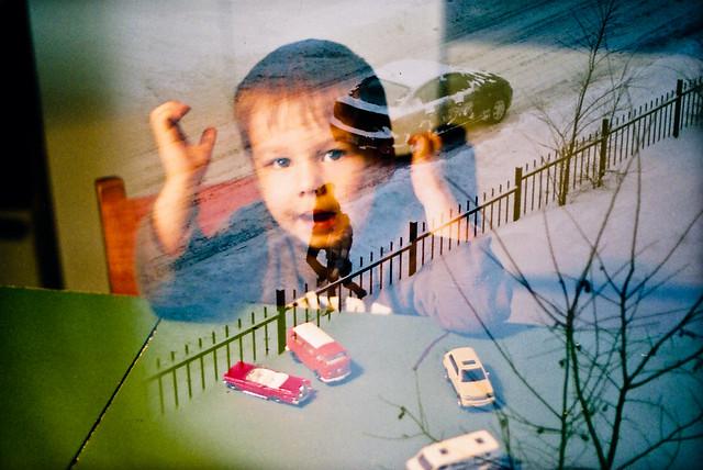 Axel, les autos et la clôture...