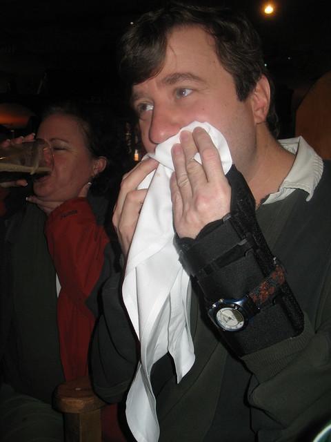 Fado_Tom_is_hiding_his_face_in_concern