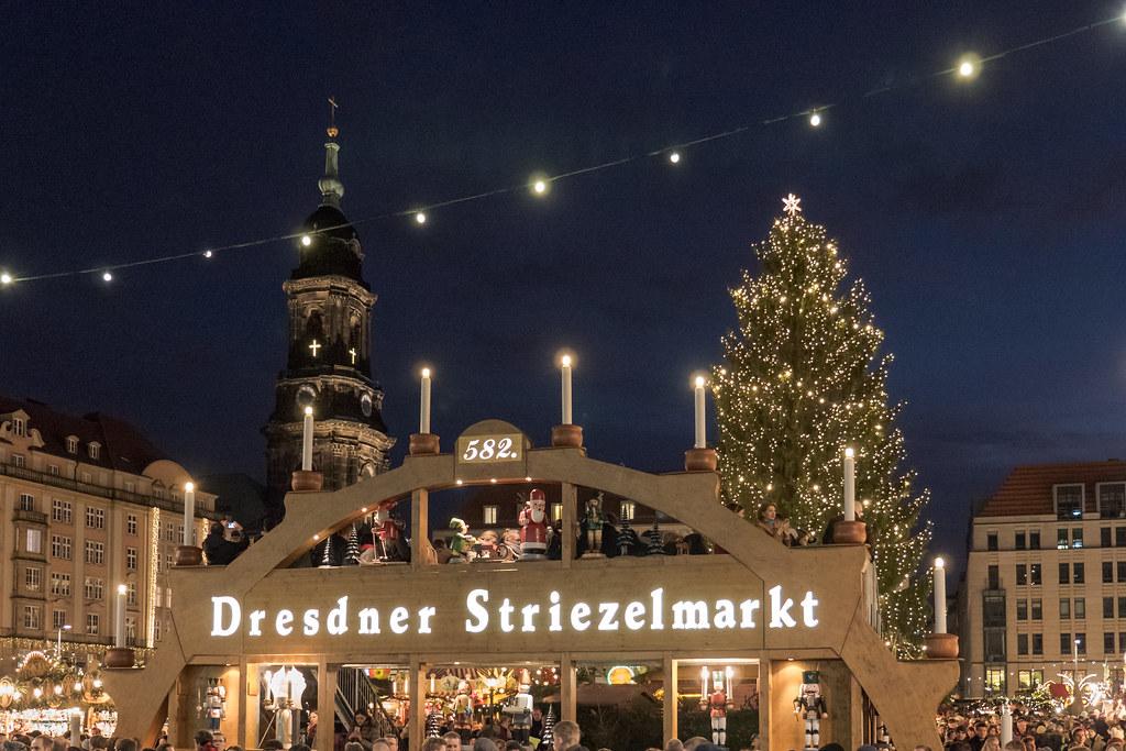 Dresden: Dieser Schwibbogen ist das Wahrzeichen des Striezelmarkts - This light arc is the symbol of the Striezelmarkt
