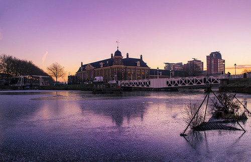 utrecht munt sunrise cityscape ice water pink sky