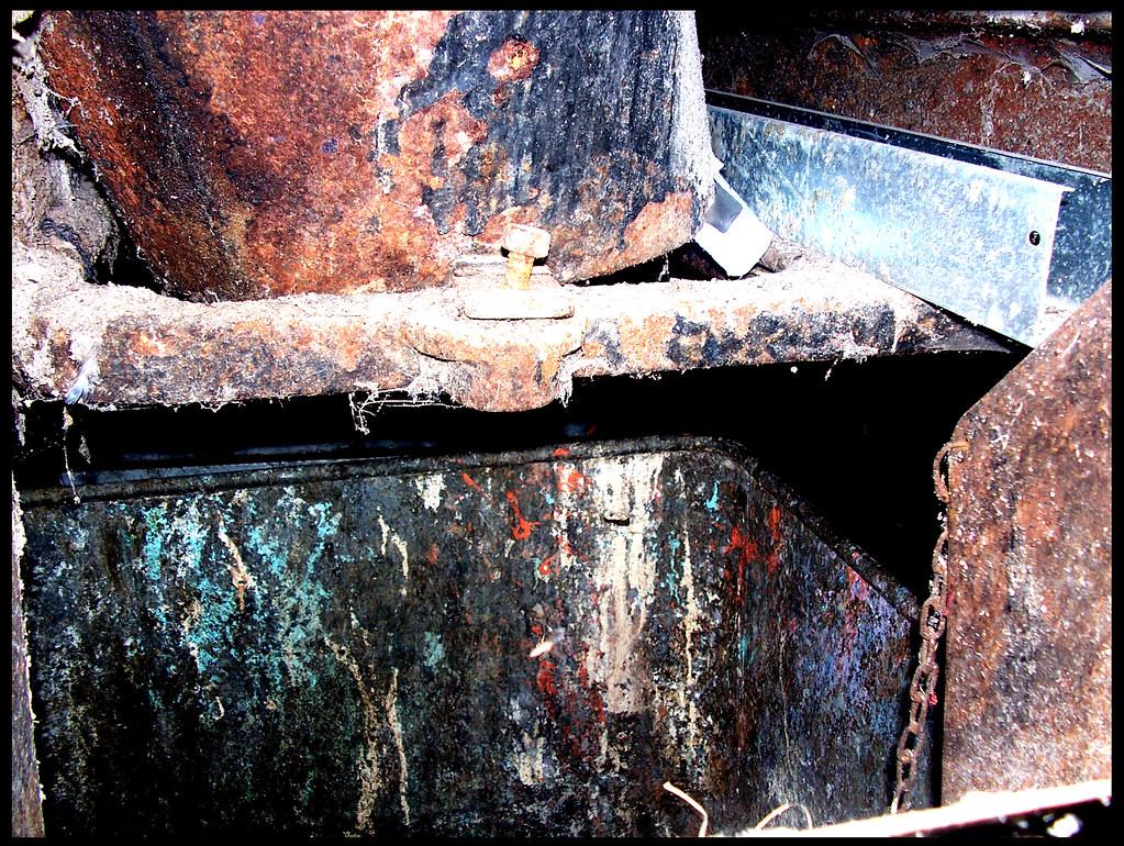 Corroded Refuse Chute - Carlton Towers (Block II) | www flic
