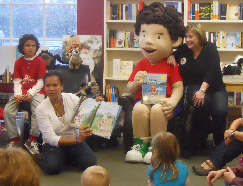 Bur Bur And Friends Reading At The Bookcase Of Wayzata Flickr