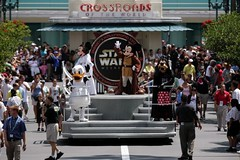 Mickey and the parade | by The Official Star Wars