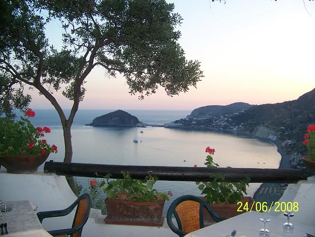 L'incantevole paesaggio ripreso dalla sala esterna del ristorante