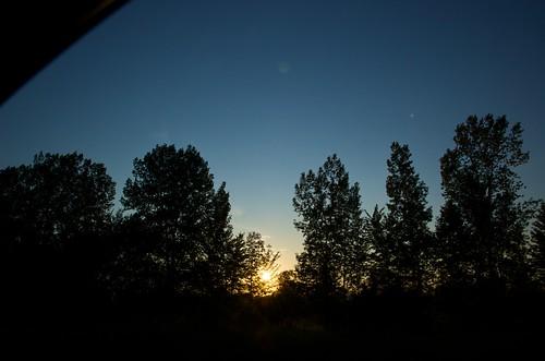 sunset canada tree silhouette time vegetation fromacar d40 québec imagetype nikond40 photospecs houdahgeo afsdxnikkor1685mmf3556gedvr afsdxvrzoomnikkor1685mmf3556ged