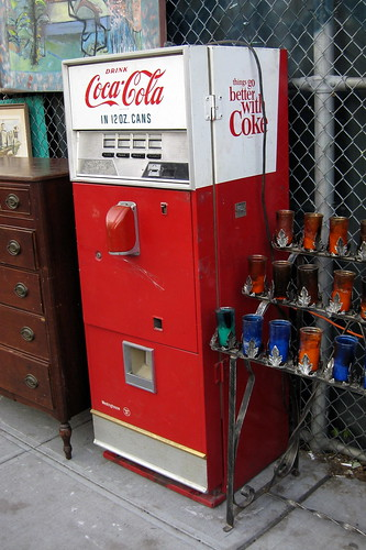 NYC - Billy's Antiques and Props - Coke machine | by wallyg