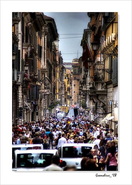Roma - People in Via Condotti