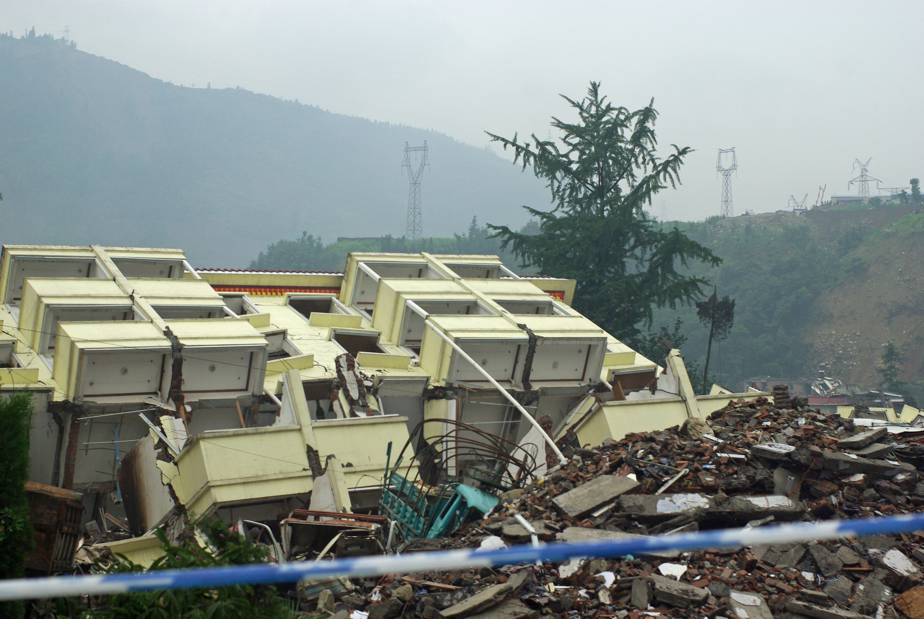 Yingxiu building collapsed