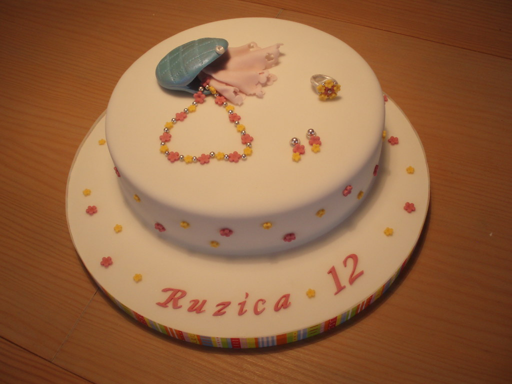 Terrific Ruzicas Birthday Cake This Was Made For A 12Yrs Old Girl Flickr Birthday Cards Printable Benkemecafe Filternl