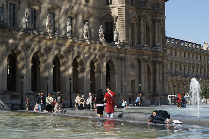 Siesta en el Louvre