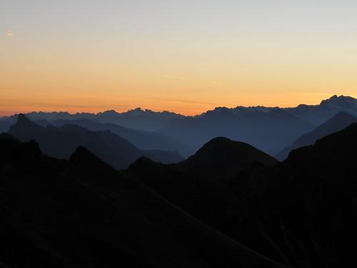 panorama mountains alps sunrise schweiz fribourg freiburg sonnenaufgang niesen stockhorn titlis alpenpanorama berneralpen kaiseregg schwarzseeplaffeien