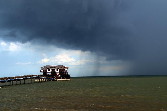 sea café in the rain