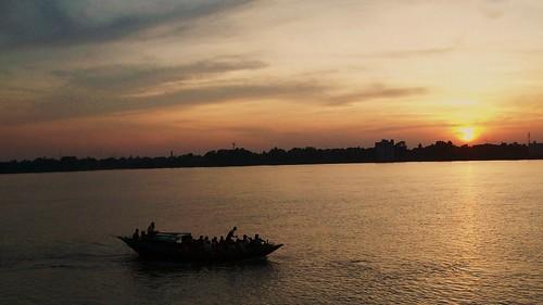 sunset ferry river boat belur ganges dakhineswar alambazar