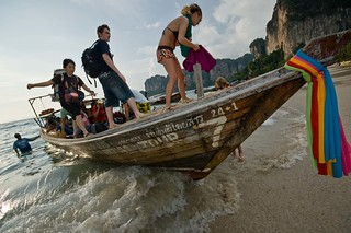 Backpacker arriving at Tailay beach by boat   by René Ehrhardt