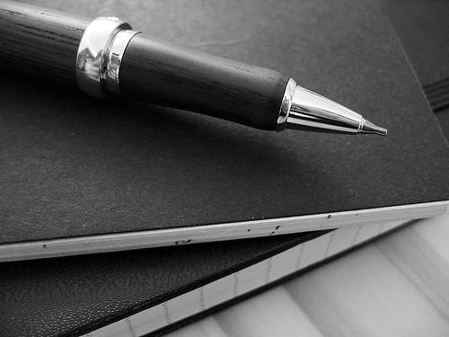Blog Marketing Up Close Pen Graphic | by Maria Reyes-McDavis