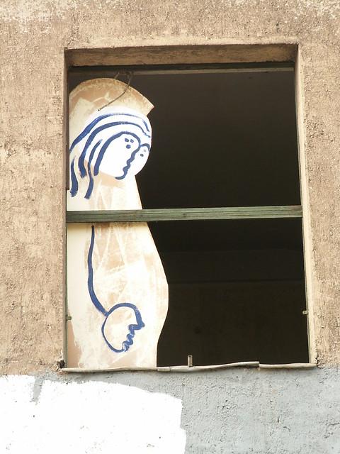 Fenster Bilder  und  Kunst in Dresden geh hinauf ins Haus, sie sitzt zwischen Vater und Mutter 008