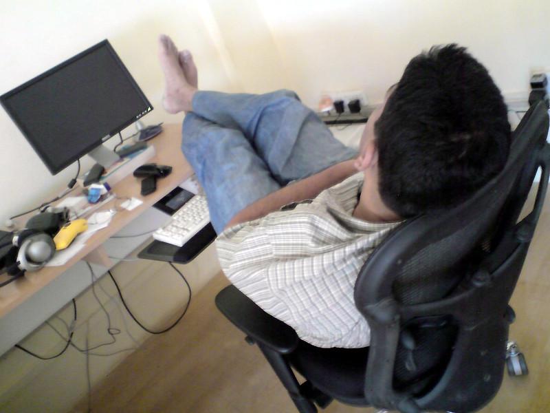กิจกรรมยอดฮิตอย่างหนึ่งของคนทำงานอยู่ที่บ้าน นั่นก็คือการแอบงีบหลับ