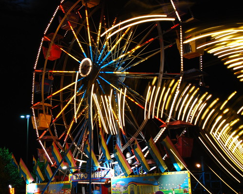 longexposure carnival blue atlanta red summer usa motion black color yellow night dark georgia lights amusement lowlight nikon south spin roswell southern exposition spinning ferriswheel rides stopmotion d80 expowheel colorphotoaward peachtreerides platinumheartaward gr8photo gr8photosfavourite spiderride
